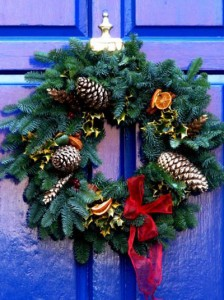 Украсьте дверь своей квартиры к Новому году!