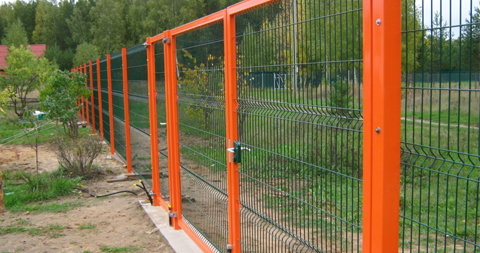 Fences made of welded wire mesh