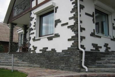 Front decoration with artificial stone