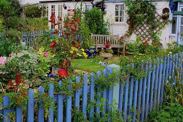 Декор сада своими руками в сочетание с