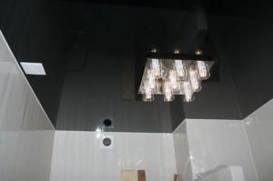Чёрные глянцевые потолки