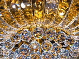 How to wash a crystal chandelier in the home