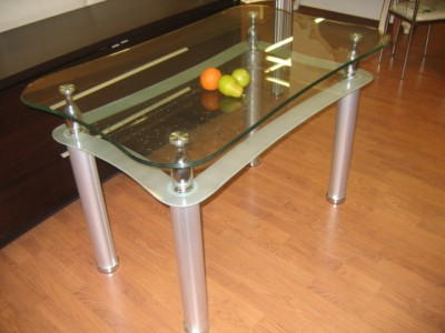 Putting a glass table