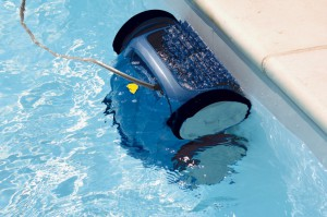 Vacuum cleaner to clean the pool