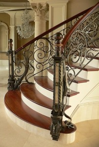 Как красиво оформить лестницу