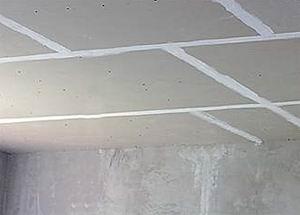 Выравниваем потолок своими руками