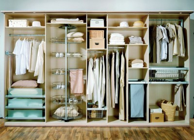organize the space in the closet