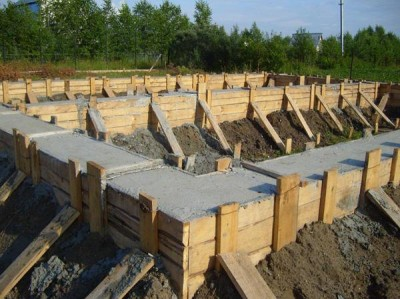 pour the foundation for the house