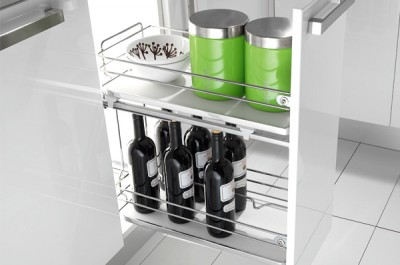 pull-out basket in the base 300 with closers