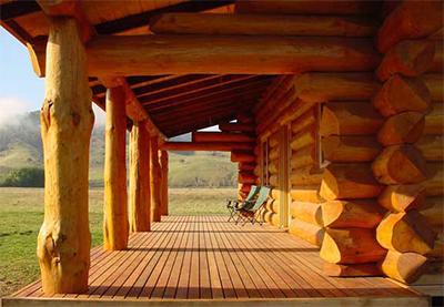 wooden single-storey houses